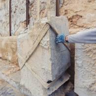 פינוי אבנים לאחר ניסור